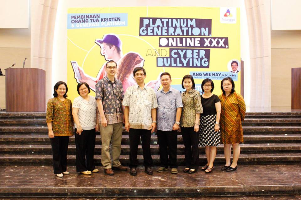 Parenting Seminar: Platinum Generation, Online XXX, dan Cyber Bullying