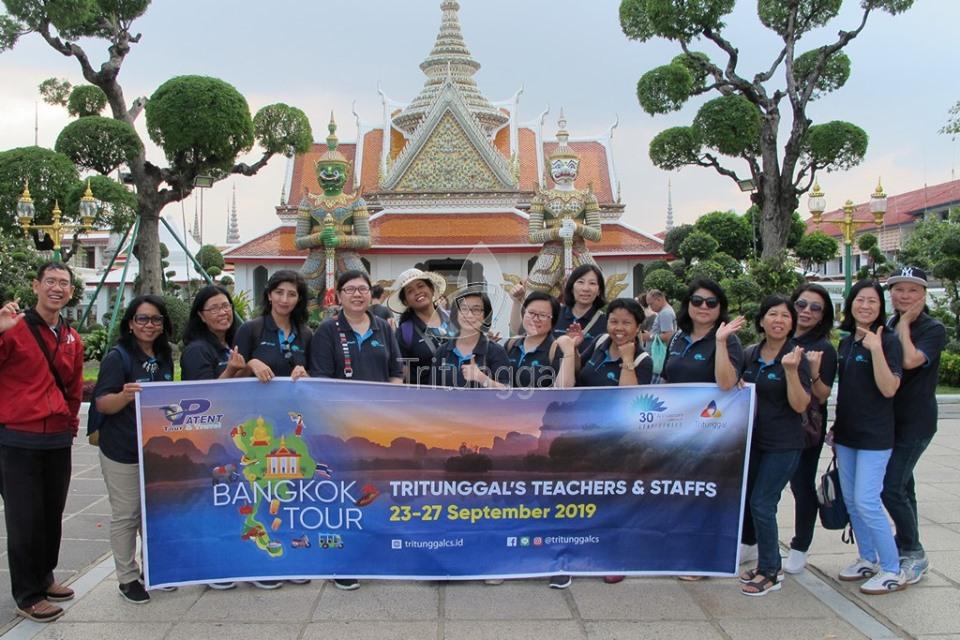 Bangkok Tour of Teachers & Staffs