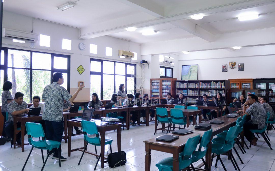 Penggunaan Google Classroom untuk Home Learning Sekolah Kristen Tritunggal
